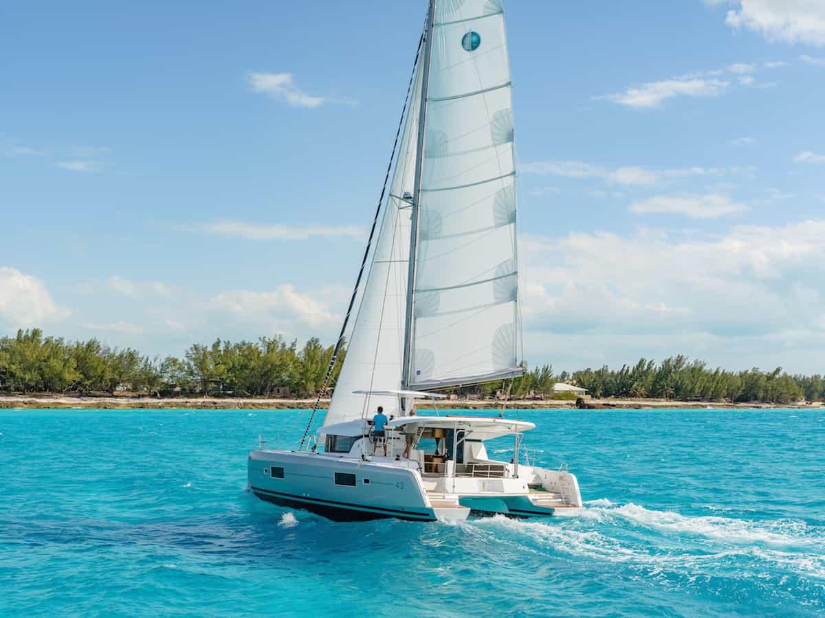 Lagoon-42_Sailing-Aft